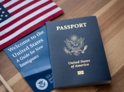 מה הביא את עומר אדם לוותר על דרכונו האמריקאי?